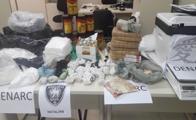 Denarc prende quatro pessoas com grande quantidade de drogas em Parnamirim