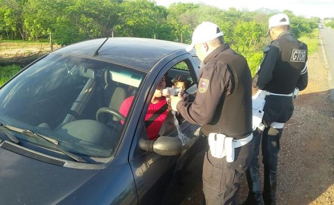 Polícia Militar realiza abordagens a 75 veículos em Caicó