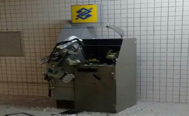 Bando invade fórum e explode terminal bancário no Potengi