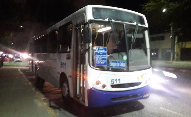 Trio assalta 65 pessoas dentro de ônibus na BR 101