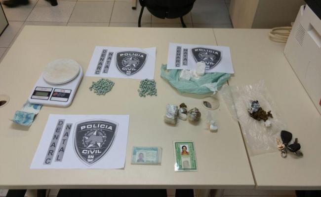 Denarc prende casal com 200 comprimidos de ecstasy
