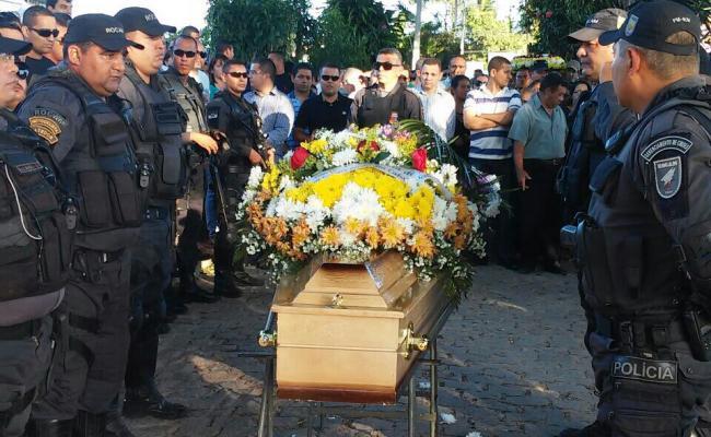 """""""Perdemos um anjo"""", diz irmão de policial morto por criminisos no Pajuçara"""